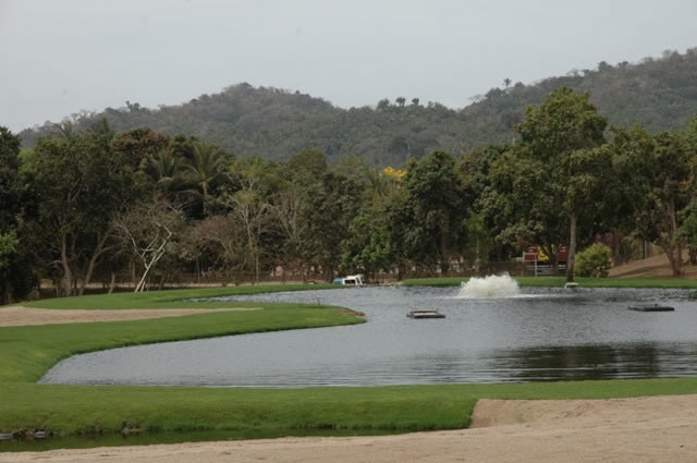 sayulita golf course fountain