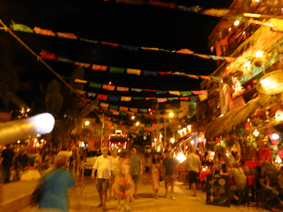 sayulita shopping street