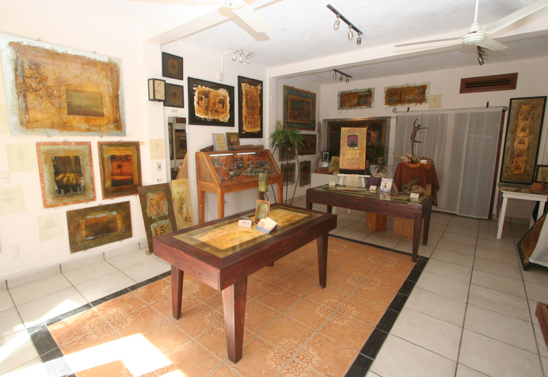 Jalu Gallery in Sayulita; original paintings on glass