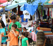 families shopping in Sayulita